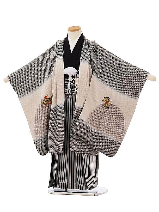 七五三レンタル(5歳男袴)5664【高級正絹】 黒疋田柄刺繍兜×縞袴